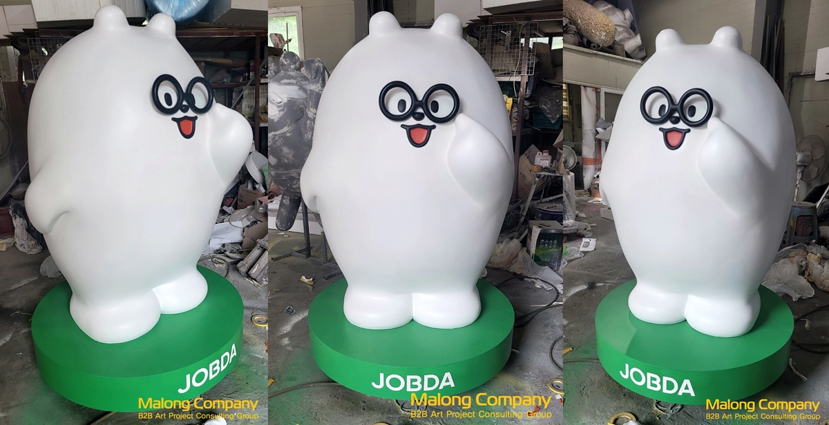 잡다 JOBDA - 안경을 쓴 매장 입간판 캐릭터 조형물 제작